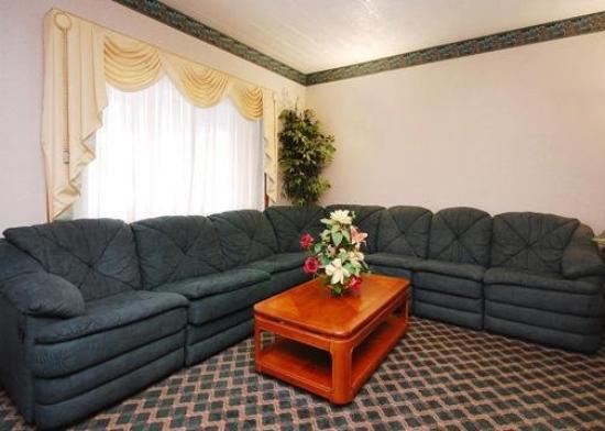 Econo Lodge Sutton: Lobby