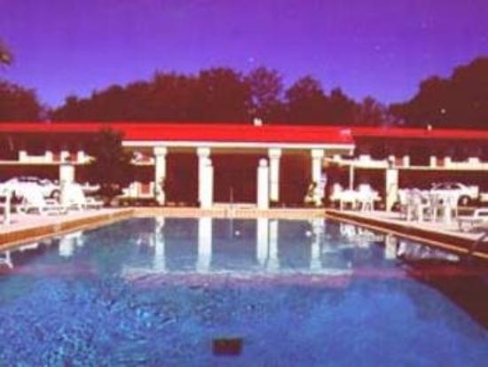Relax Inn : Pool View