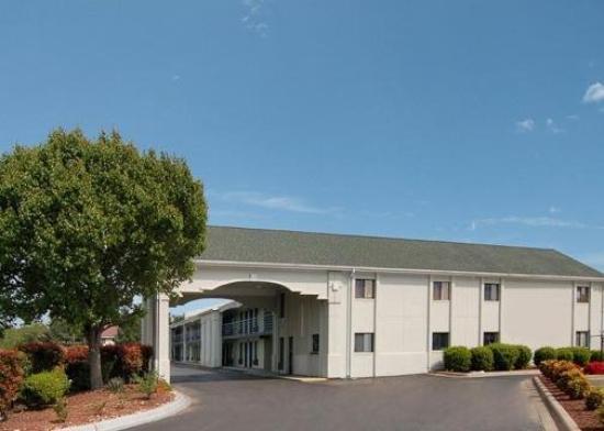Econolodge & Suites: Exterior