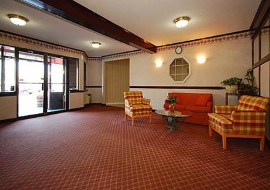Newport Ambassador Inn & Suites: Lobby -OpenTravel Alliance - Lobby View-
