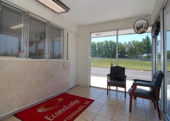 Economy Lodge: Lobby View