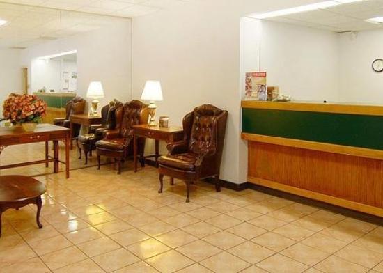 Diamond Inn & Suites: Lobby View