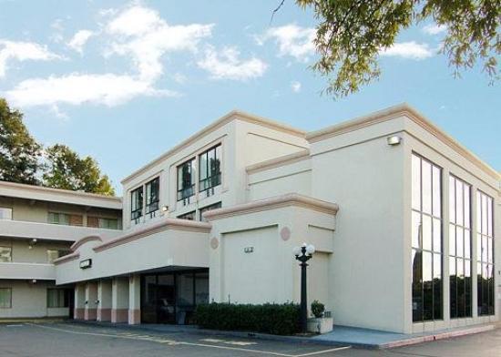Diamond Inn & Suites : Exterior View