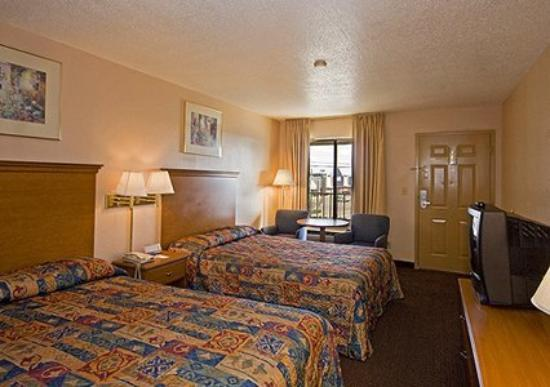 Econo Lodge North Ridgeland: Guest Room -OpenTravel Alliance - Guest Room-