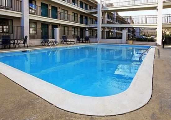 Econo Lodge North Ridgeland: Pool (OpenTravel Alliance - Pool view)