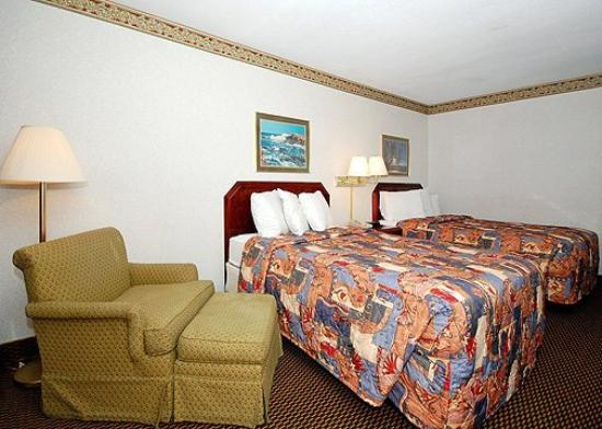 Econo Lodge Chicopee: Guest Room