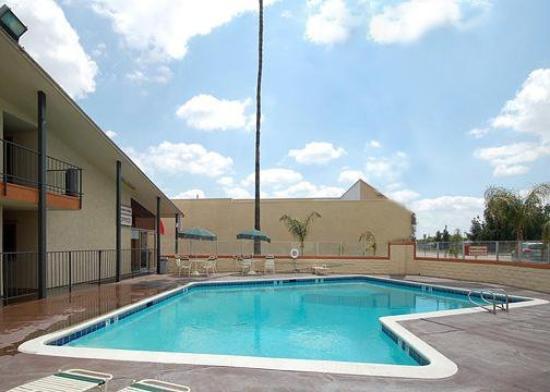 Motel 6 Bakersfield: Pool