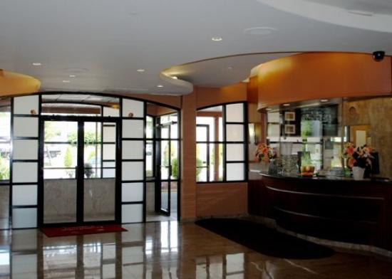 Econo Lodge: CTLobby B