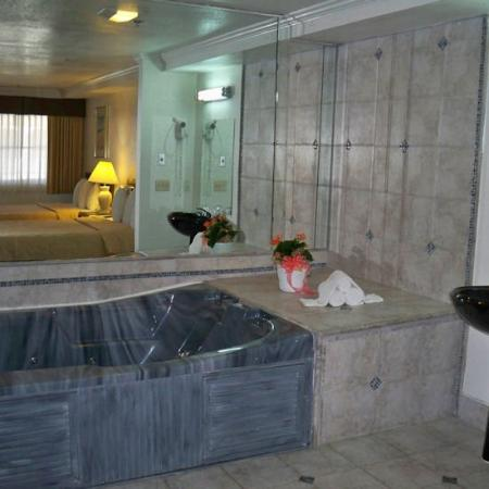 Whittier, CA: Jacuzzi Tub And Spa Package