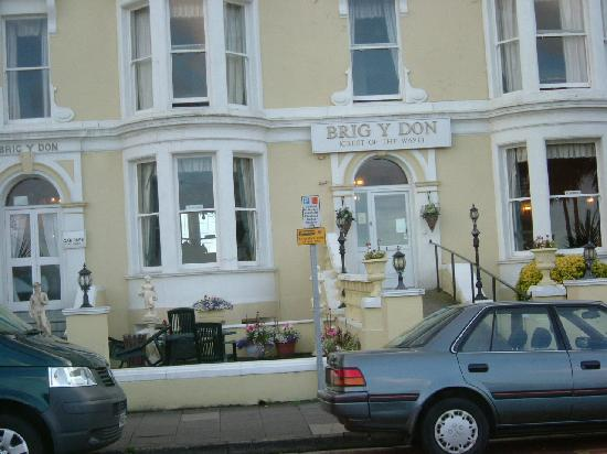 Brig-y-Don Hotel: The front of the hotel