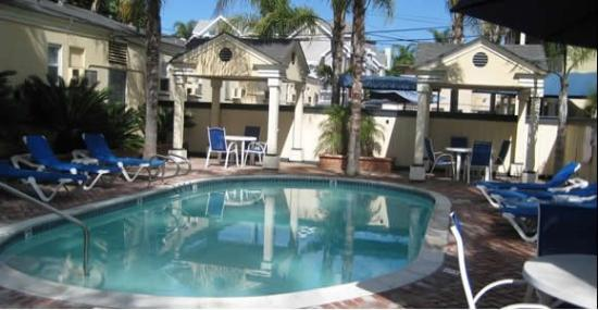 Coronado Inn: Relax by the pool rea