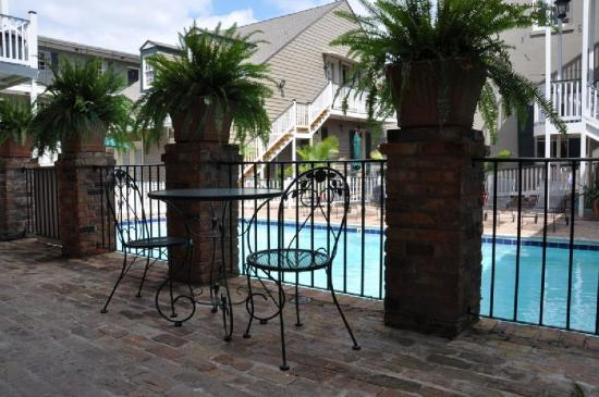New Orleans Courtyard Hotel: Poolside Rooms and Suites