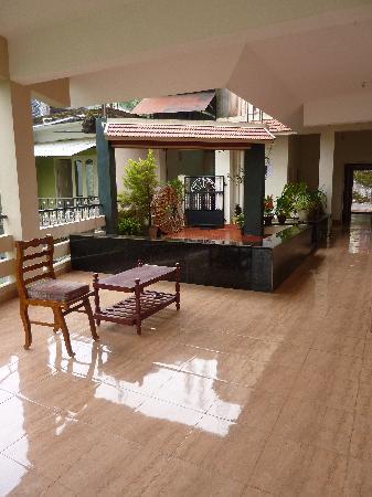 Jungle Palace Homestay: The terrace
