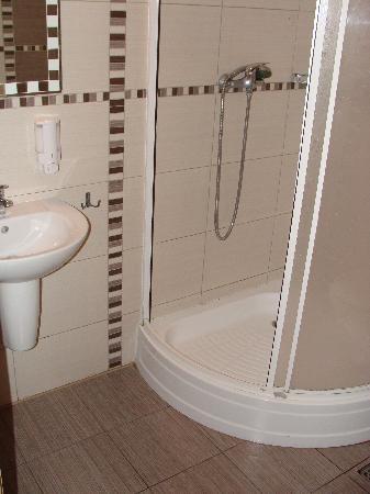 Kadetus Aparthotel: Banheiro privativo