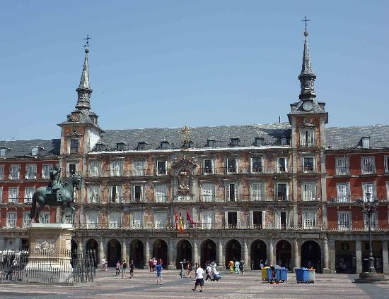vista lateral de la plaza mayor - Picture of Plaza Mayor, Madrid - TripAdvisor