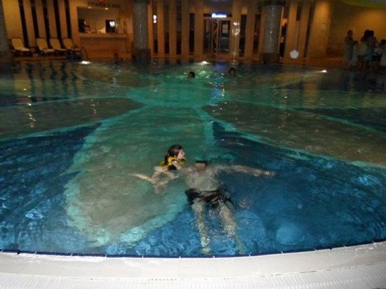 Royal Wings Hotel: indoor pool