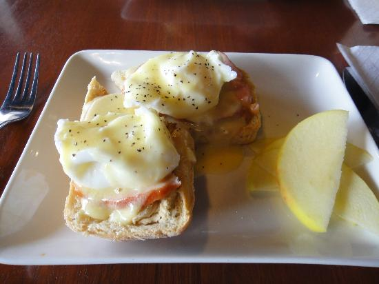 Jojo's Cafe : Eggs Benny at Jojo's