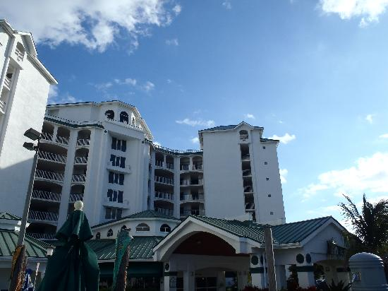 Resort on Cocoa Beach: front