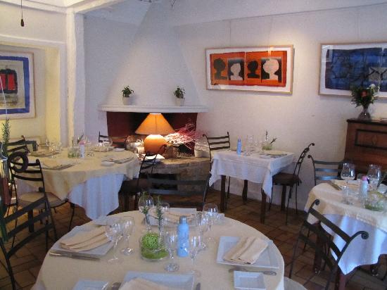 Restaurant Entre Cour et Jardin: restaurant view