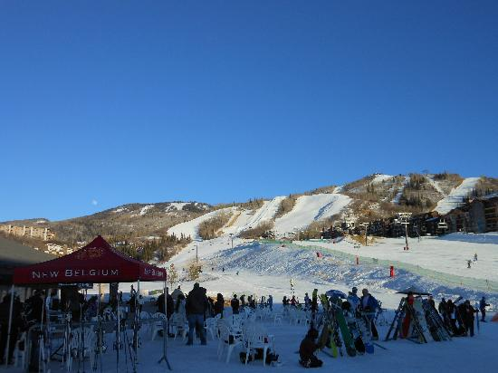 Torian Plum Condominiums: Sunny apres-ski afternoon - view from Slopeside in Torian Plum Plaza