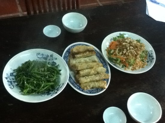 Phon Cafe: stir fried morning glory, crispy spring rolls & green papaya salad. All to die for!