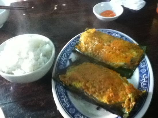 Phon Cafe: Fish in Saffron wrapped in Banana Leaf... yum!
