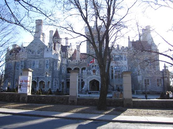 Front of castle for 1 austin terrace toronto ontario m5r 1x8 canada