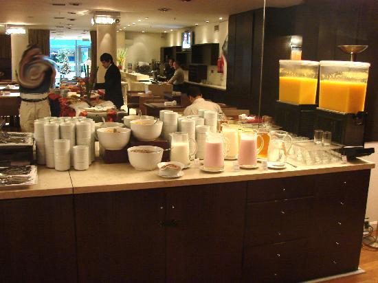Dazzler San Martin: vários sucos e yogurts