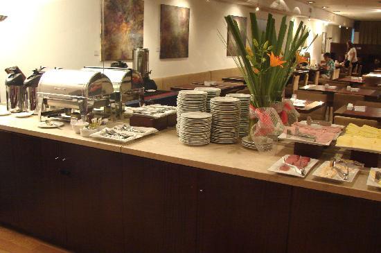 Dazzler San Martin: Queijos, pratos quentes