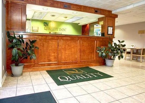 Crossroads Inn & Suites: Lobby -OpenTravel Alliance - Lobby View-