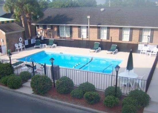 Crossroads Inn & Suites: Pool -OpenTravel Alliance - Pool View-