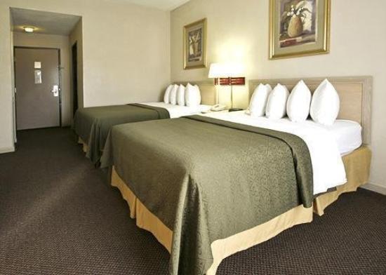 Crossroads Inn & Suites: Guest Room -OpenTravel Alliance - Guest Room-