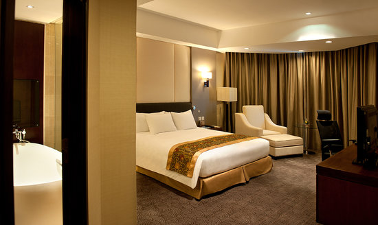 Crowne Plaza West Hanoi: Executive Suite room