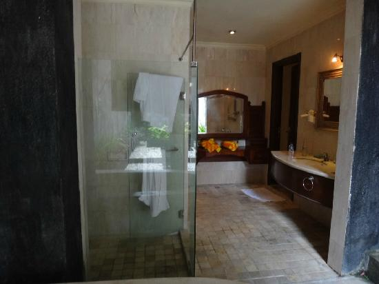 The Club Villas: Bathroom overall