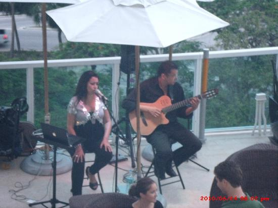 Sonesta Coconut Grove Miami: Live music from our balcony!