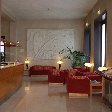 Hotel Nuova Grosseto : Pannello lato saletta