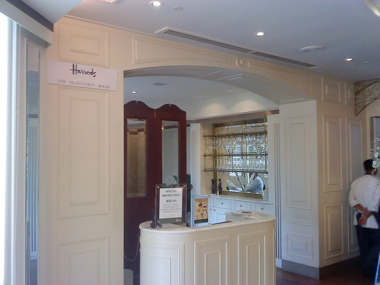 Harrods Cafe: Entrance to the restaurant