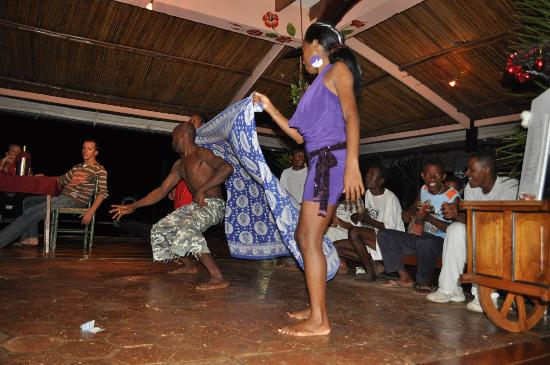 Le Grand Bleu: danse traditionnelle du crocodile