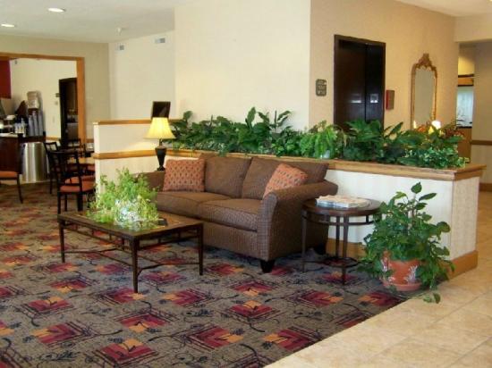 Holiday Inn Express Kendalville: Lobby
