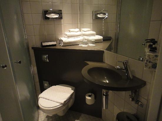 Freys Hotel: bathroom