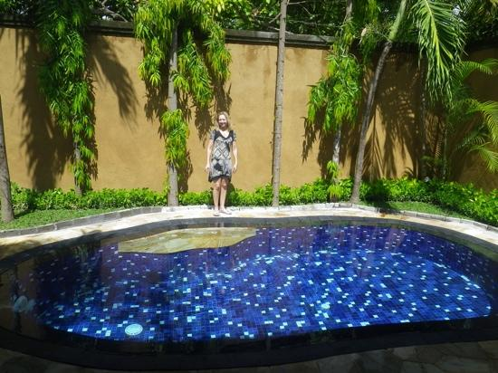 Parigata Villas Resort: Very big and nice pool, but with very hot water