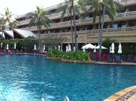 Kata Beach Resort and Spa: View of the Hotel from the Pool Area