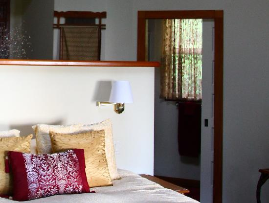 Aloha Cottage: All of the windows had these transparent curtains (pictured is the window to the toilet)
