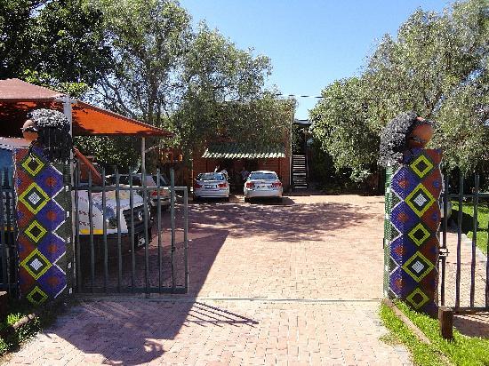 Dungbeetle River Lodge: Entrance