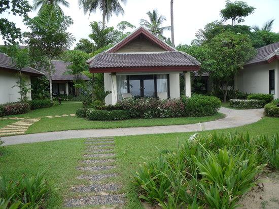 Nang Thong Bay Resort: ติดหน้าหาดแต่สงบส่วนตัวมากๆ