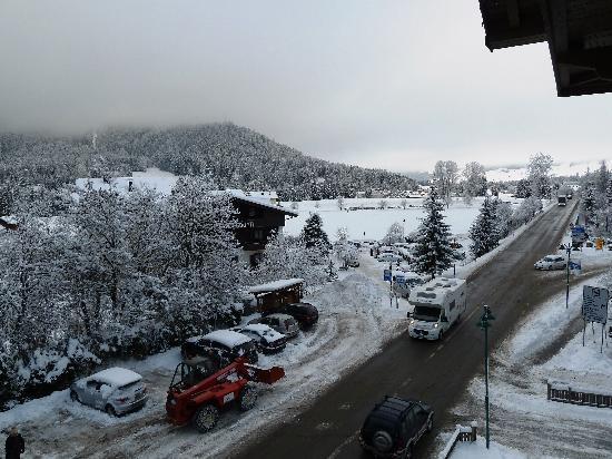 Hotel Dolomiten: PARTE DEL PARCHEGGIO
