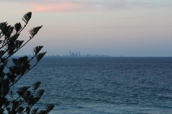 Rainbow Place: View of Surfers Paradise at Dusk