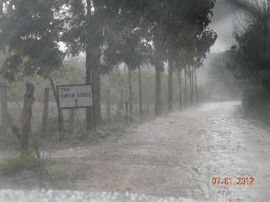 The Kikar Lodge: Approach Road