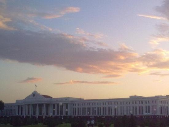 Place de l'Indépendance : building of the Senate