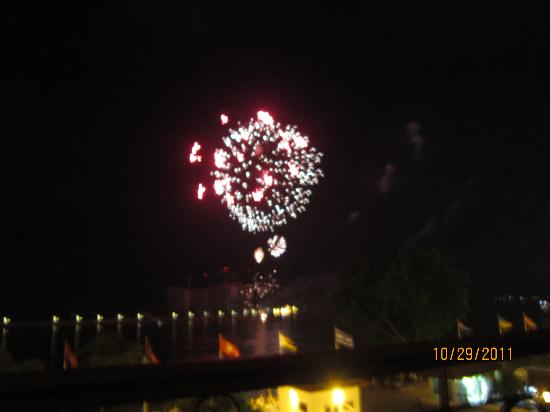 Sundance Riverside Hotel : Fireworks over the river for Kings Birthday